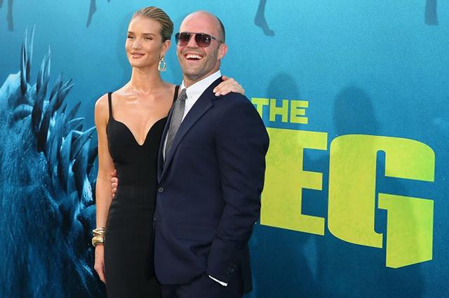 Как Джеймс Бонд и его девушка: Рози Хантингтон-Уайтли и Джейсон Стэтхем на премьере фильма «Мег: Монстр глубины»