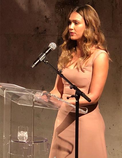 Джессика Альба на Nylon's Beauty Innovator Awards