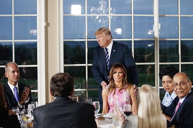 Дональд и Мелания Трамп с гостями