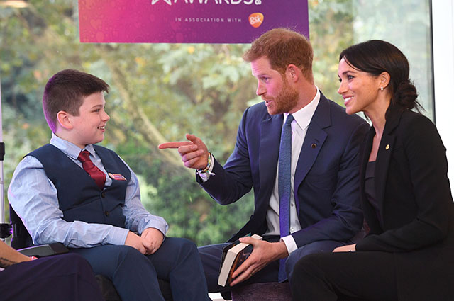 В сети обсуждают нежное прикосновение принца Гарри к Меган Маркл на публике: видео