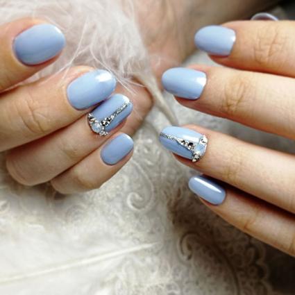 Тренд из Instagram: голубой свадебный маникюр