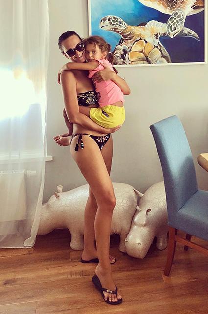 Лето на «Сплетнике»: Анна Седокова, Елена Летучая, Алессандра Амбросио и другие звезды позируют в бикини