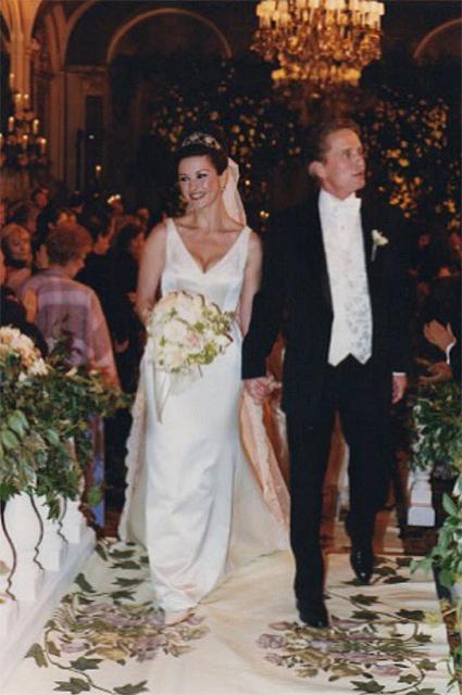 Кэтрин Зета-Джонс и Майкл Дуглас отмечают 18-ю годовщину свадьбы нежными фото