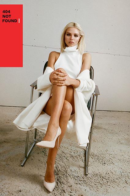 Леся Кафельникова повторила образ Шэрон Стоун из «Основного инстинкта» в лукбуке модного бренда