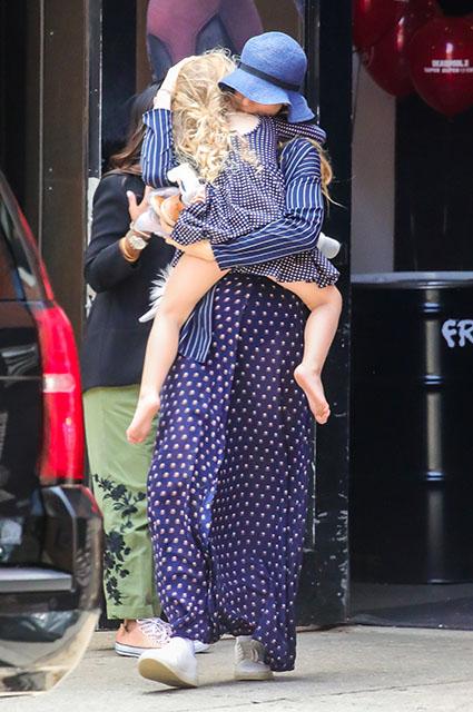 Блейк Лайвли с дочерью Джеймс
