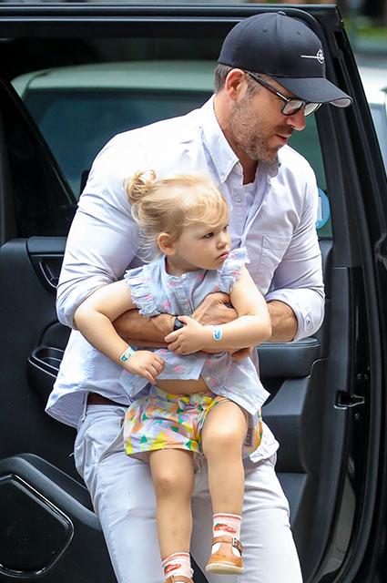Райан Рейнольдс с дочерью Инес
