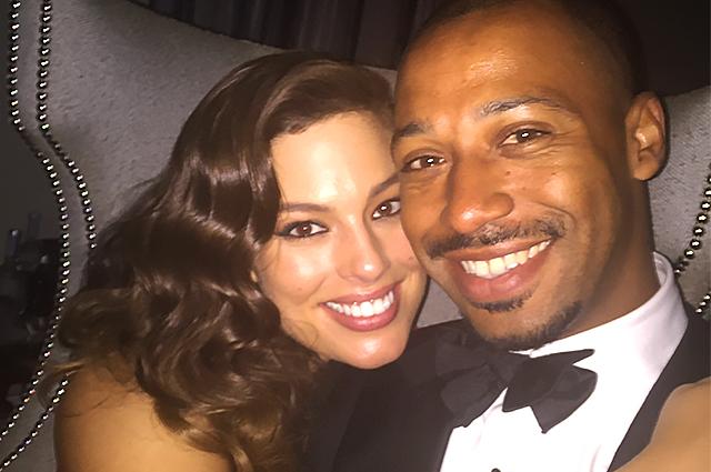 Эшли Грэм поделилась милыми снимками с мужем в честь годовщины свадьбы