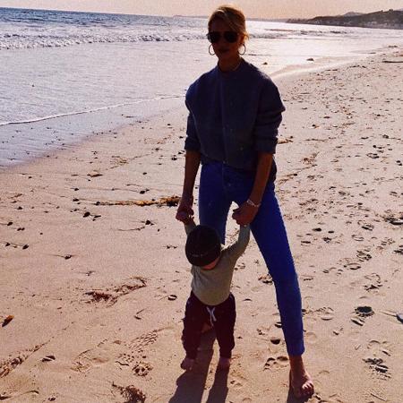 Рози Хантингтон-Уайтли с сыном