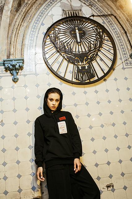 Модный дайджест: блогеры подражают Ким Кардашьян, а отец Меган Маркл идет в дизайнеры