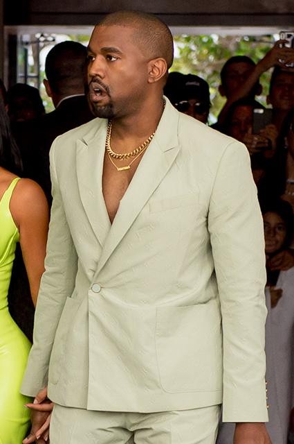 Эффектный выход: Ким Кардашьян и Канье Уэст приехали на свадьбу своего друга в Майами