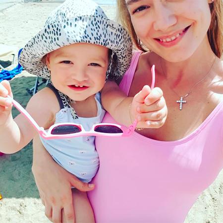 Оксана Акиньшина с дочкой