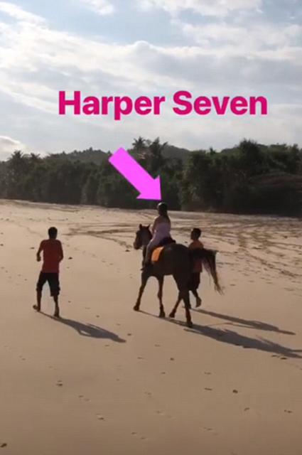 Дочь Виктории и Дэвида Бекхэм взяла уроки верховой езды на пляже Бали