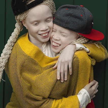 Мода в Instagram: 5 аккаунтов блогеров-близнецов, которых объединяет не только внешность, но и стиль