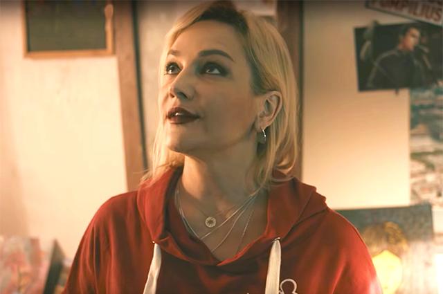 Монеточка выпустила клип в стиле фильма «Брат» и 90-х. В нем снялась Татьяна Буланова