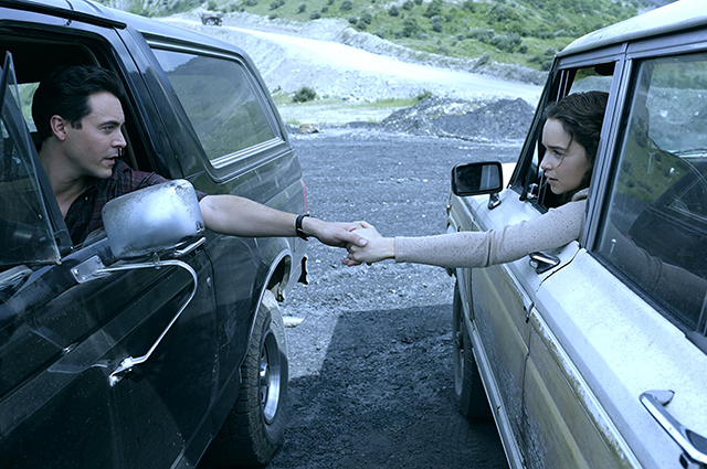 В сеть попали кадры сексуальной сцены из фильма «Вне подозрений» с Эмилией Кларк и Джеком Хьюстоном