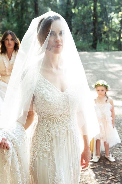 Хилари Суонк вышла замуж за предпринимателя Филипа Шнайдера: первые фото, платье невесты и другие подробности
