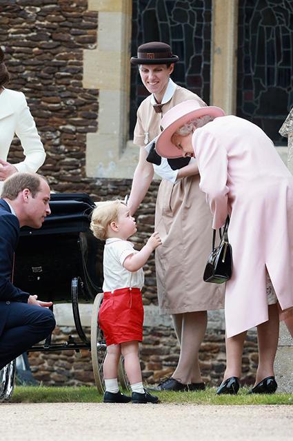 Принц Уильям с принцем Джорджем и королевой Елизаветой II