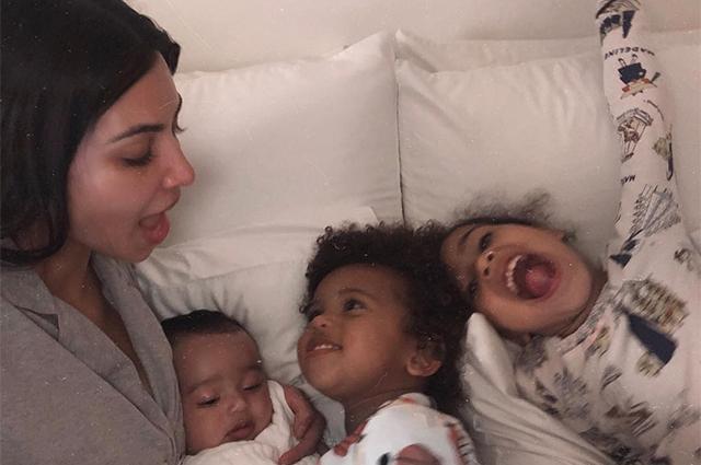 Ким Кардашьян с детьми Чикаго, Сейнтом и Норт