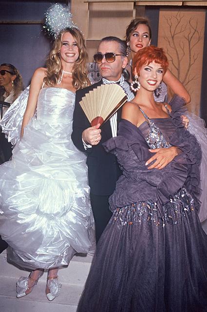 Клаудия Шиффер, Карл Лагерфельд, Кристи Тарлингтон, Линда Евангелиста, Chanel Chanel Haute Couture сезона осень/зима-1992/1993