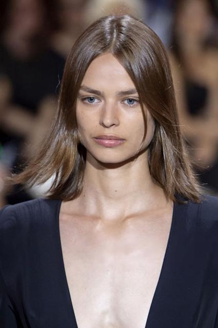 Тренд: как добиться эффекта «зеркальных» волос
