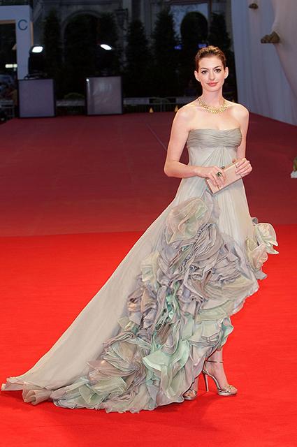 7 самых популярных образов с красной дорожки Венецианского кинофестиваля