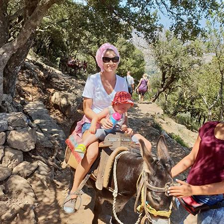 Жизнь после развода: Оксана Акиньшина и Арчил Геловани отдыхают вместе в Греции
