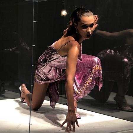 Главный экспонат: Белла Хадид приняла участие в необычной фотосессии для обложки журнала Pop