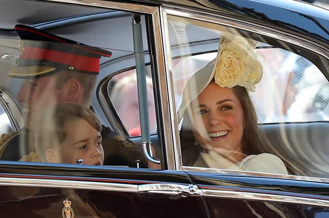 Принц Уильям и Кейт Миддлтон вместе с принцем Джорджем приехали в Шотландию