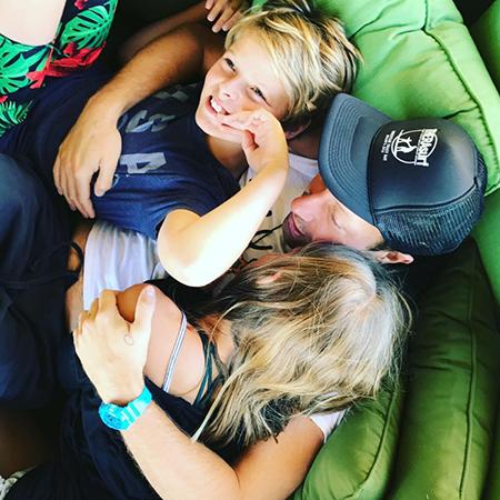 Гвинет Пэлтроу попрощалась с летом и поделилась редким снимком своих детей