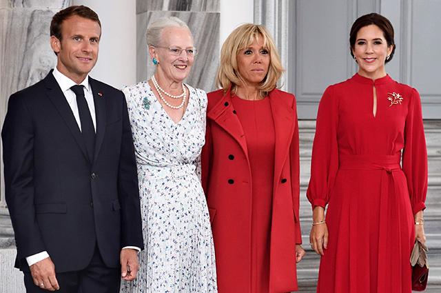Брижит Макрон и кронпринцесса Дании Мэри выбрали почти что одинаковые образы для встречи