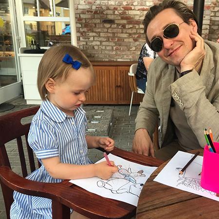 Сергей Безруков поделился забавным снимком своей двухлетней дочери Маши