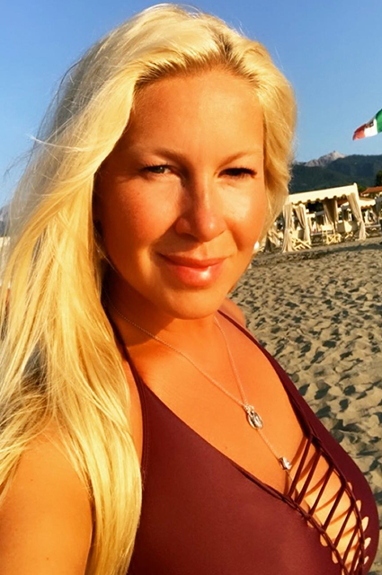 Лето на «Сплетнике»: беременная Нюша, Наталья Рудова, Ольга Серябкина и другие звезды зажигают на пляже