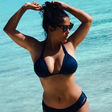 Сальма Хайек опубликовала снимок в бикини в последний день лета