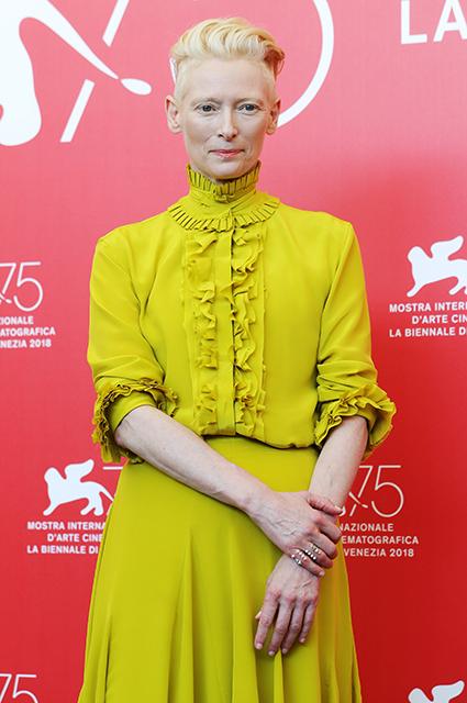 Венецианский кинофестиваль-2018: Дакота Джонсон, Тильда Суинтон и Хлоя Морец на премьере «Суспирии»