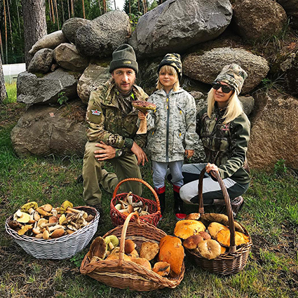 Евгений Плющенко и Яна Рудковская вместе с сыном Сашей