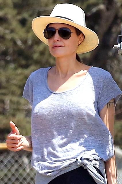 Анджелина Джоли сходила с детьми в мини-поход
