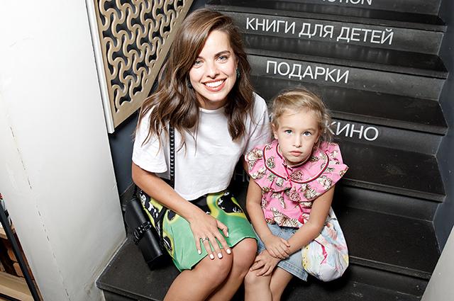 Юлия Шарапова с дочкой