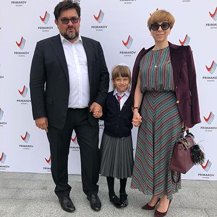 Марианна Максимовская с мужем Василием Борисовым и дочерью Евгенией