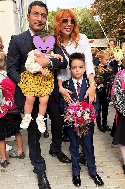 Анастасия Стоцкая с мужем Сергеем, дочерью Верой и сыном Александром