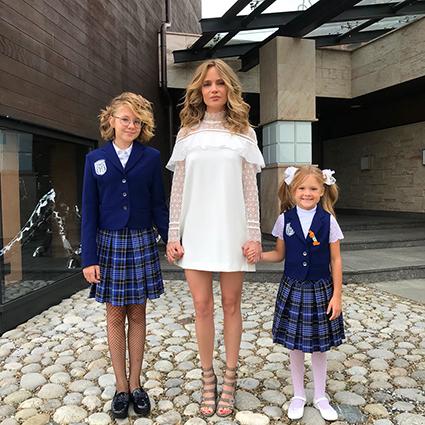 Наталья Ионова с дочерьми Лидой и Верой