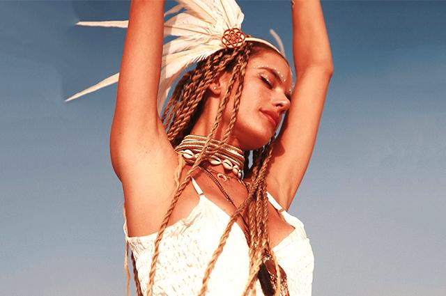 Как Алессандра Амбросия, Карли Клосс, Хайди Клум и другие веселились на фестивале Burning man