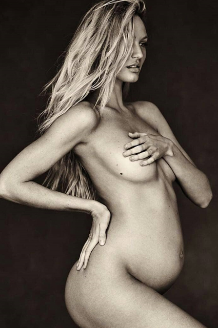 Кэндис Свейнпол позирует обнаженной на обложке книги фотографа Рассела Джеймса