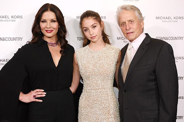 Кэтрин Зета-Джонс и Майкл Дуглас поддержали дочь на вечере молодых инфлюенсеров журнала Town & Country