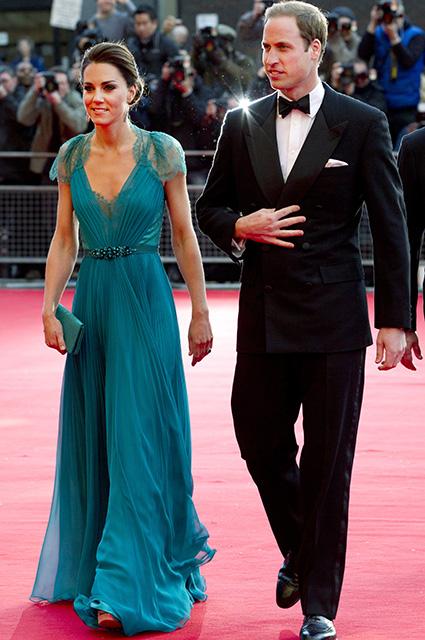 Кейт Миддлтон повторила свой образ спустя шесть лет: сравниваем два выхода герцогини