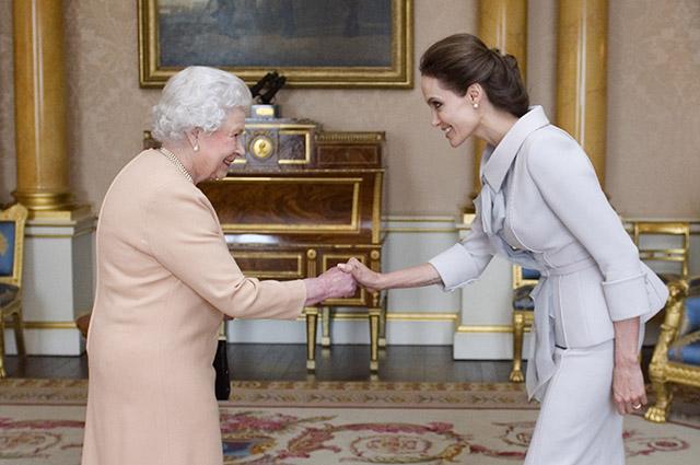 Королева Елизавета II и Анджелина Джоли, 2014 год