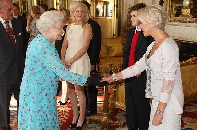 Королева Елизавета II и Хелен Миррен, 2011 год