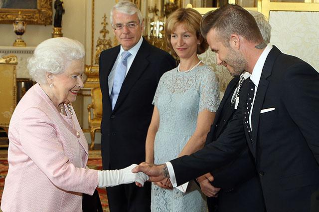 Королева Елизавета II и Дэвид Бекхэм, 2015 год