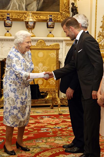 Королева Елизавета II и Дэвид Бекхэм, 2016 год
