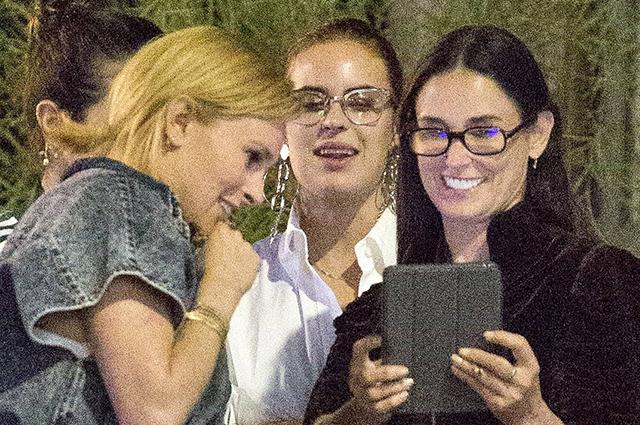 Как сестры: Деми Мур с тремя дочерьми в Лос-Анджелесе