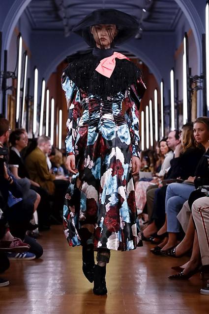 Неделя моды в Лондоне: показы Roland Mouret, Erdem и Christoper Kane сезона весна-лето 2019